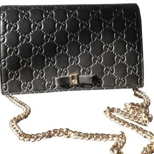 GUCCI Chain Mini Signature with Bow Leather